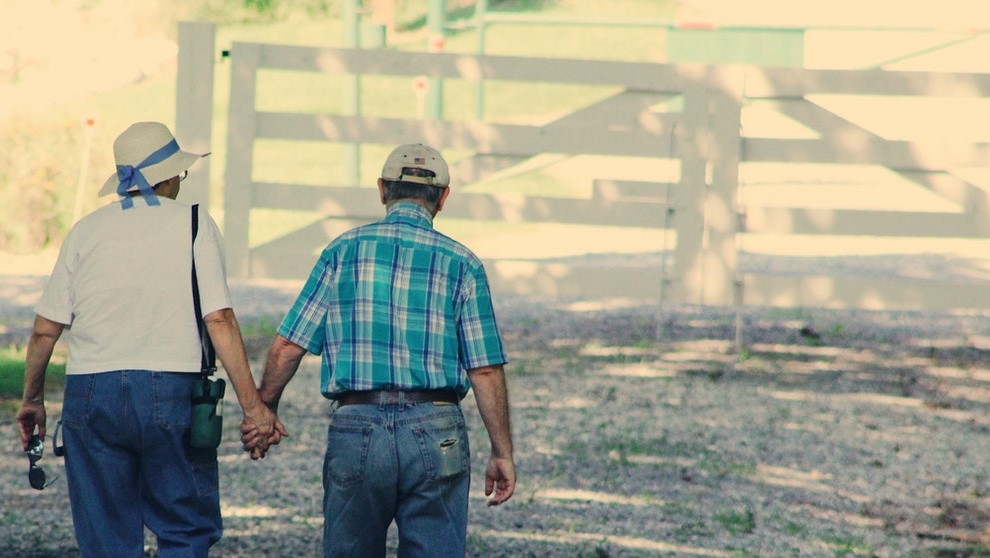 Old couple illustrating new way to stay case study